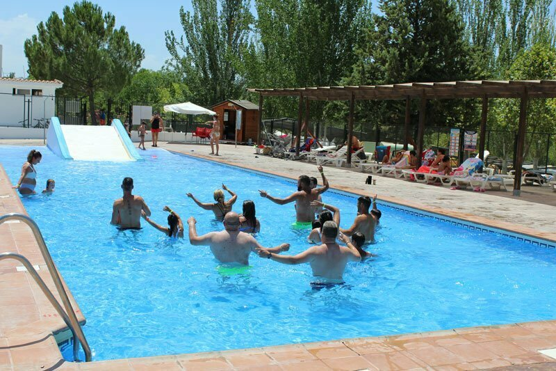 piscina-camping-granada-los-bermejales