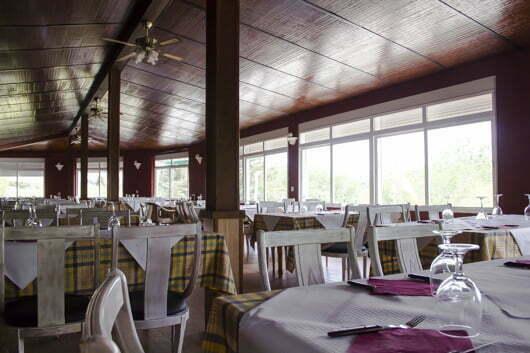 restaurante-camping-los-bermejales-salon-celebraciones