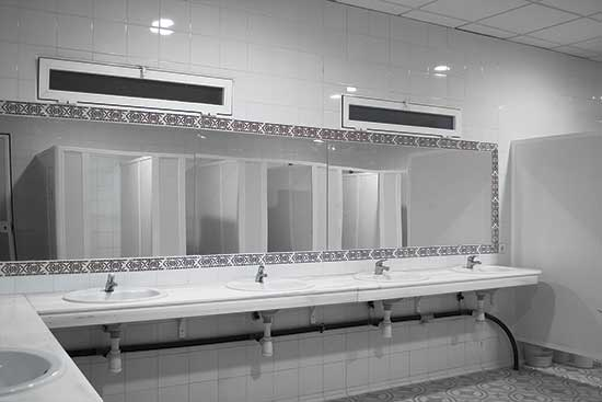 duchas-y-aseos-camping-bermejales-2
