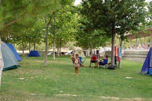 percela-cesped-camping-bermejales-10
