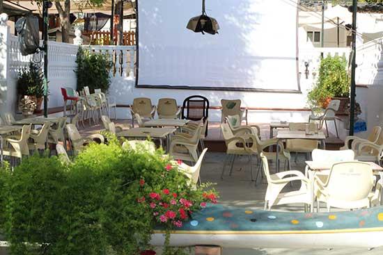 servicios-camping-granada-bar-terraza-(4)