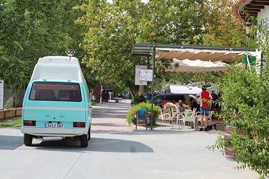 servicios-camping-granada-bar-terraza-(5)
