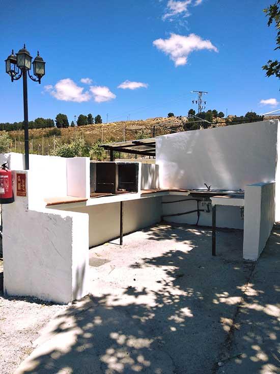servicios-camping-rural-granada-barbacoa-3