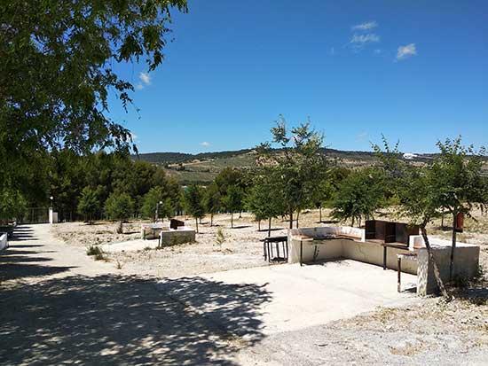 servicios-camping-rural-granada-barbacoa-2